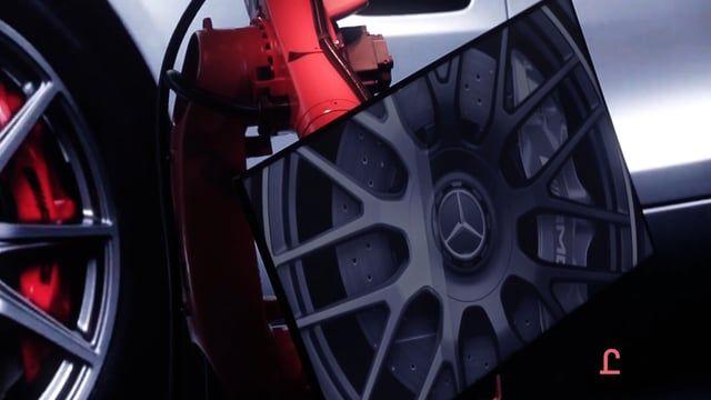 Роботизированная инсталляция на презентации нового Mercedes-AMG GT.