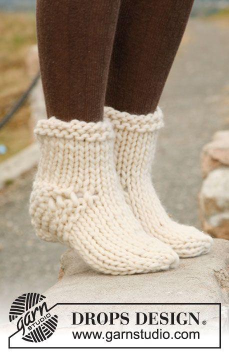 "Easy beginner project: Knitted DROPS socks in ""Polaris""."