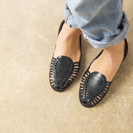 Onyva.ch / La Garconne Shoes #onyva #onlineshop #shoes #sandals #shoedesign #elegant #chic #switzerland #lagarconneshoes #vintage #summer #summershoes #summersandals #fashion #leather