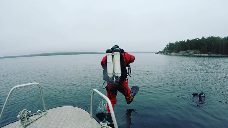 Whats your dayjob? #livetpåstation .. . . . . #firefighter #brandman #rescue #rescuediver #räddningstjänsten #räddningsdykare #cfswe #strongereveryday #diver #diving #scubadiving #visitnykoping #gopro #goprooftheday #goprophotography #dailylife #archipelago #östersjön #superhero #lifestyle #lifestylephotography #liftheavy