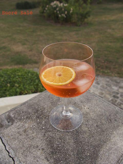 Le Spritz est un cocktail alcooliséconsommé particulièrement dans l'Italie.   Ce cocktail lie légère amertume et pétillant en resta...