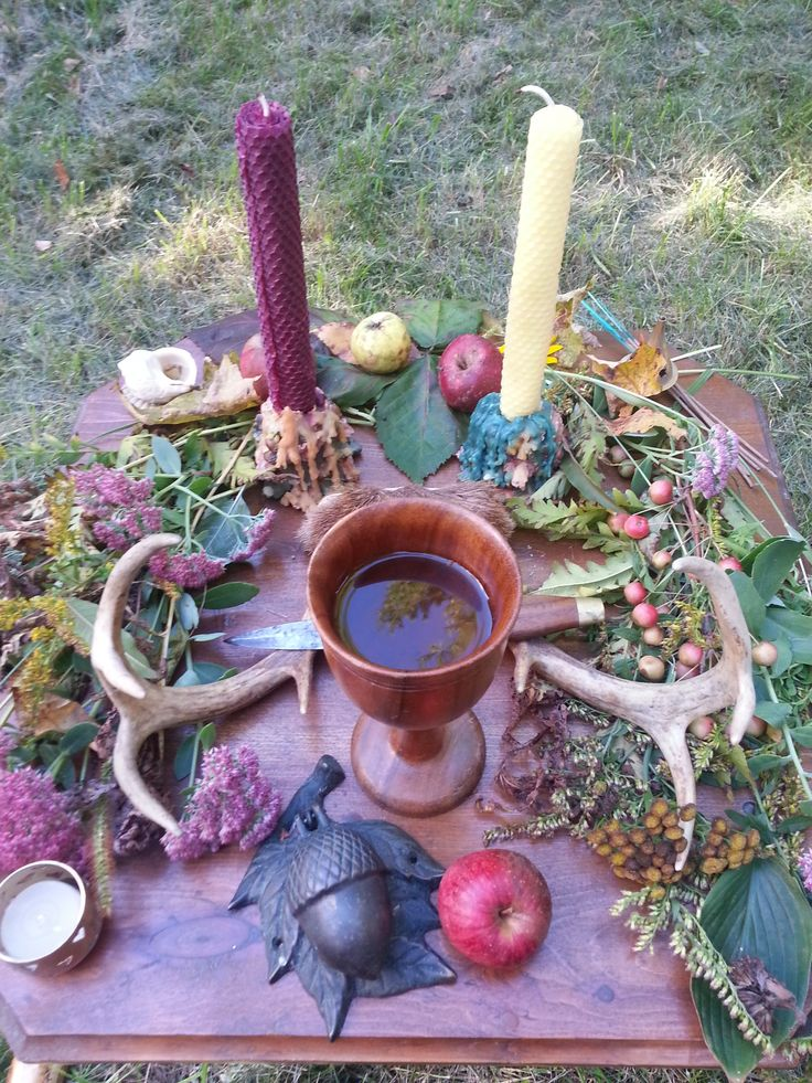 Apple & Oak's Mabon Altar.  Submitted by Laura Wildman-Hanlon, Weavers Local Council