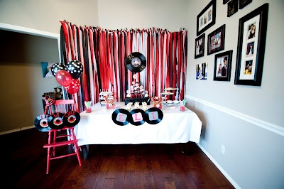 1000 images about rock n roll party on pinterest flip out streamer backdrop and party garland - Rock n roll dekoration ...