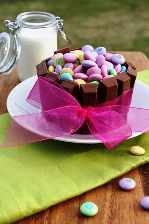 Candy Cupcakes ~ cake mix, icing, Kit-Kats, M & M's... perfect for Spring or Easter!