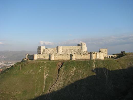 Crac des Chevaliers, Suriye    Humus yakınlarındaki haçlı seferleri sırasında inşa edilmiş bu beyaz kale, ortaçağın en güzel kalelerinden biri olarak UNESCO Dünya Mirası listesine girdi.