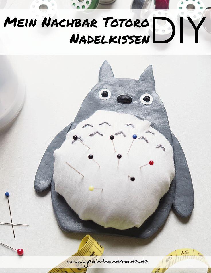 DIY Mein Nachbar Totoro Nadelkissen aus Modelliermasse und Stoff selber machen. So macht das nächste Nähprojekt noch mehr Spaß und man hat seine Stecknadeln jederzeit griffbereit zur Hand. Eignet sich auch super als Geschenkidee. Kreative DIY Anleitung auf Yeah Handmade