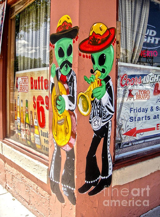 1. Roswell, New Mexico. If I don't visit here before I die, I will be very disappointed in myself. I wanna go here so bad!