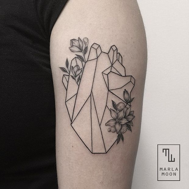 tattoo tatuagens linhas finas marla moon coração