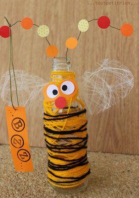 Abeille-bouteille décorée avec de la laine. www.toutpetitrien.ch/bricos/ - fleurysylvie