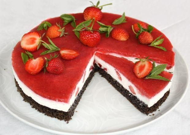 Jahodová torta s makovým korpusom - recept