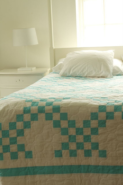 From Saidos da Concha. One day I will learn to quilt! -KJC: Da Conchas, Aqua Blue, Beds Quilts, Irish Chain Quilt, Irish Chains Quilts, Double Irish, Colors Quilts, Quilts Ideas, Owl Appliques