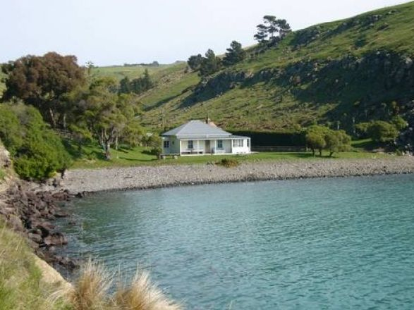 http://www.holidayhomes.co.nz/new-zealand/south-island/canterbury/pigeon-bay/listing/7028.html