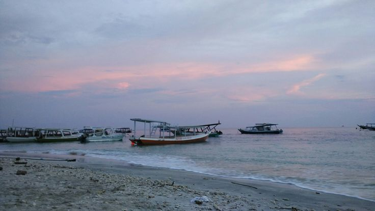 Love the colours of the sky, the ocean, and the sands. #lombok #gilitrawangan #indonesia #holiday