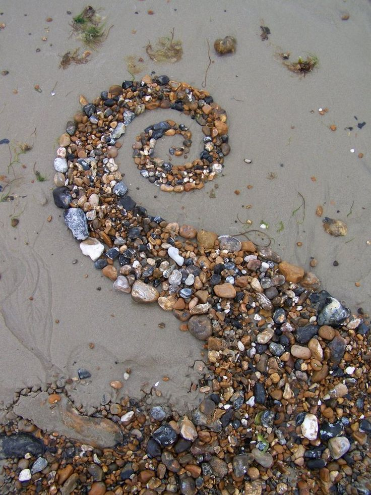 Artist- Dishtwiner Medium- eARTh Meaning of the artwork- To form a spiral using shells on the beach