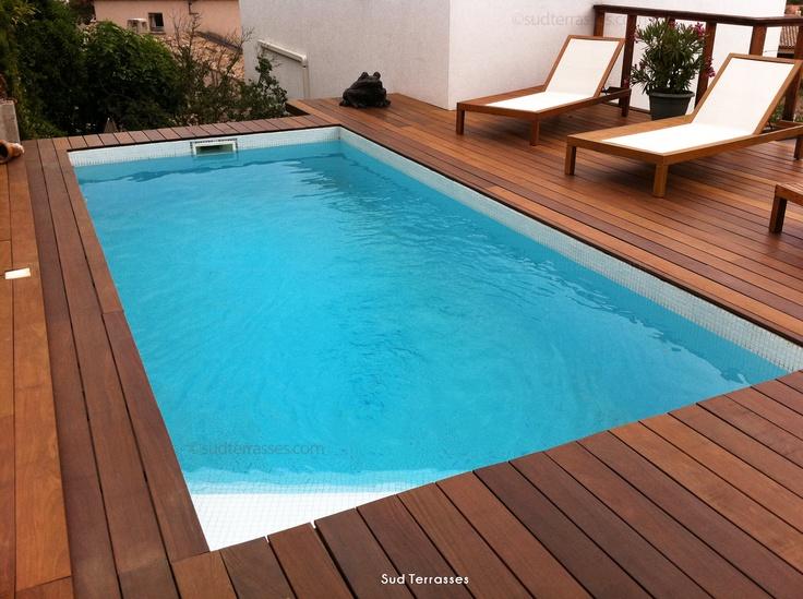 Concevoir une terrasse en bois pour sa piscine sur le toit de sa maison, une vue génial sur les alentours.  http://sudterrasses.com/    Tél. : 06 51 51 94 02
