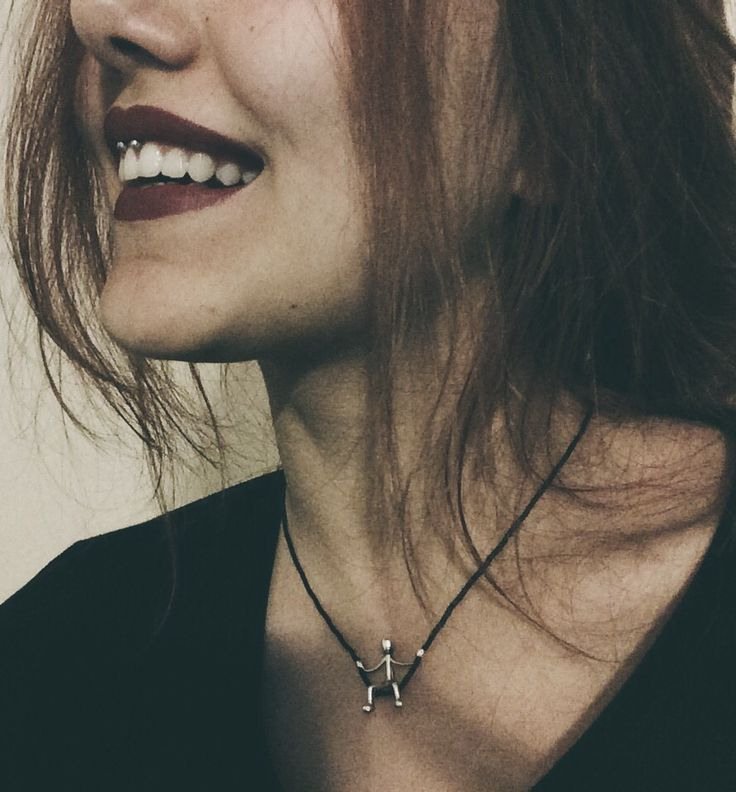 Smiley piercing. http://c-bo.fr/piercing-anneau-acier-chirurgical-boule-oxyde-zirconium-blanc.html