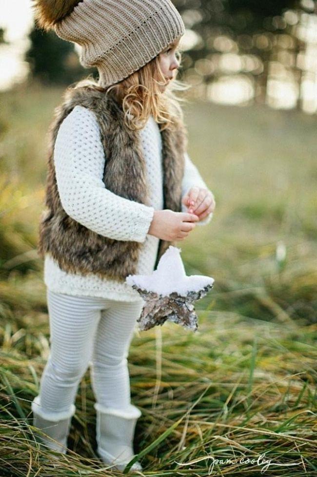 Herbst-und Winter-Outfit Ideen mit Fellweste und Strickmütze