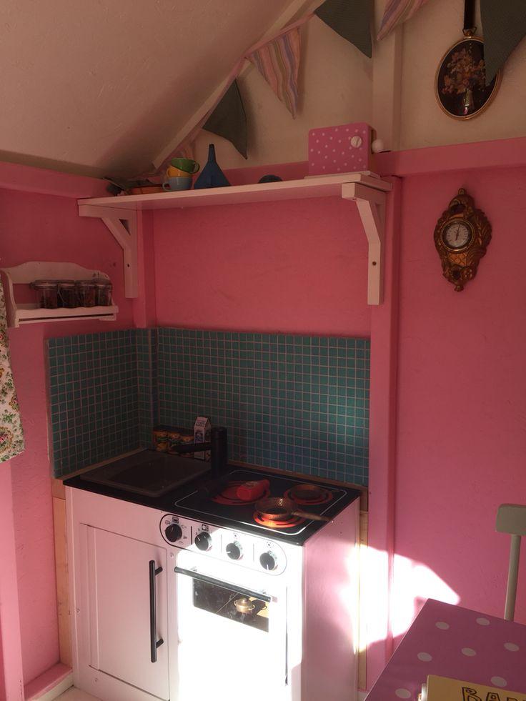 Köket i lekstugan nästan klart