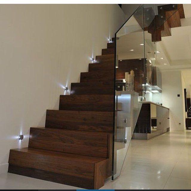 @construindominhacasaclean Escada com balizadores! Coloque na busca do blog e veja muitas ideias incríveis! Marque seu projeto com a #casacleanpro e apareça aqui! Se você deseja divulgar sua marca...