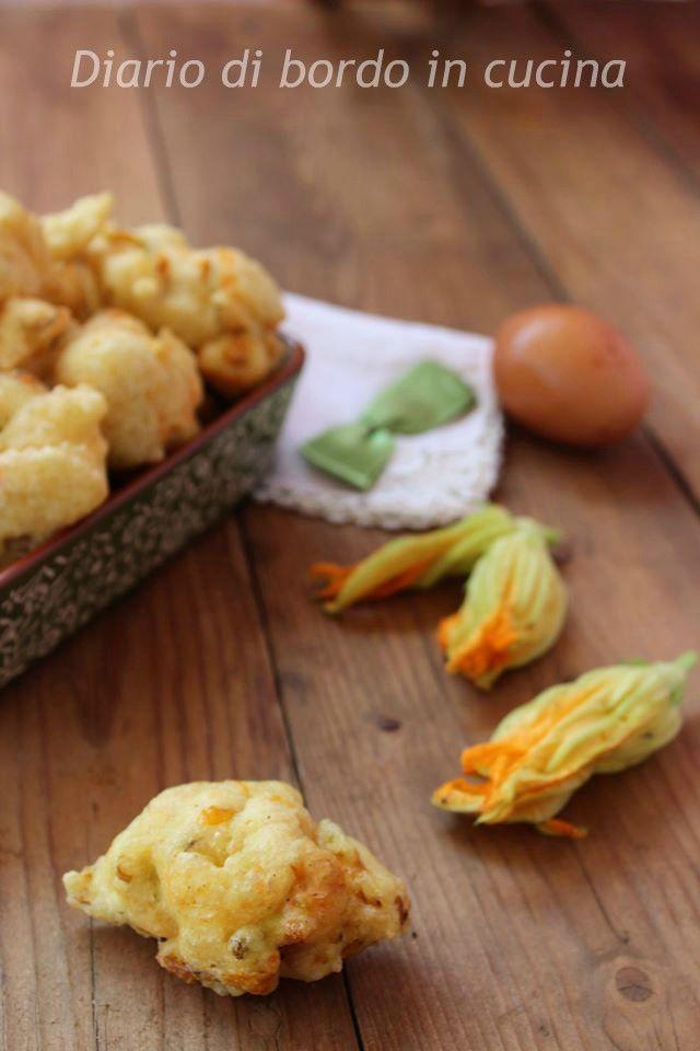 """Le frittelle di fiori di zucca sono un ottimo aperitivo, ottime gustate calde calde """" frienn magnann""""!"""