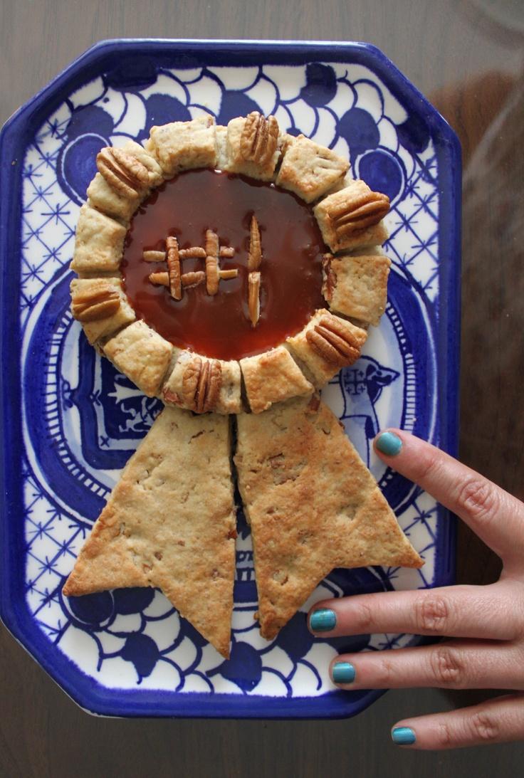 eneadeia :) galleta gigante de mantequilla con nuez adornada con cajeta y trocitos de nuez para mi papá. Father's day, No. 1
