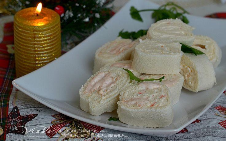 Girelle di pancarrè con crema di gamberetti, semplicissime, veloci e sfiziose, adatti per un aperitivo ed antipasto delle feste.