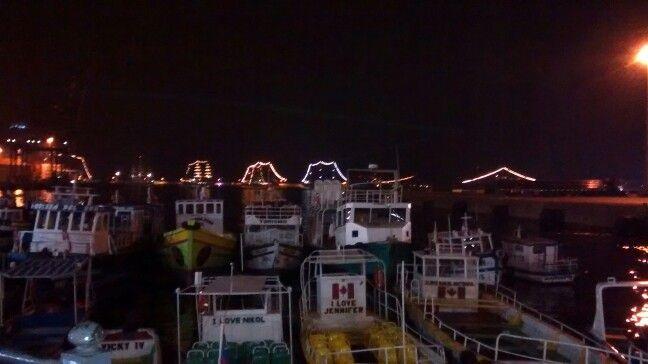 Botes y fragatas en la bahia de Valparaiso