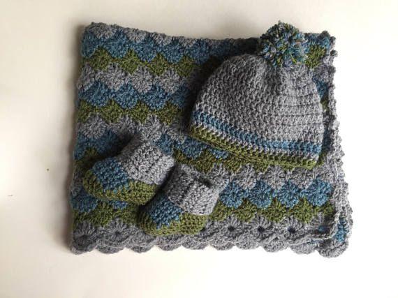 Hecha a mano cochecito de niño del bebé ganchillo manta / viajero/recién nacidos / manta de crochet acogedor muchacho con un sombrero que empareja y botines cualquier tamaño te gusta.