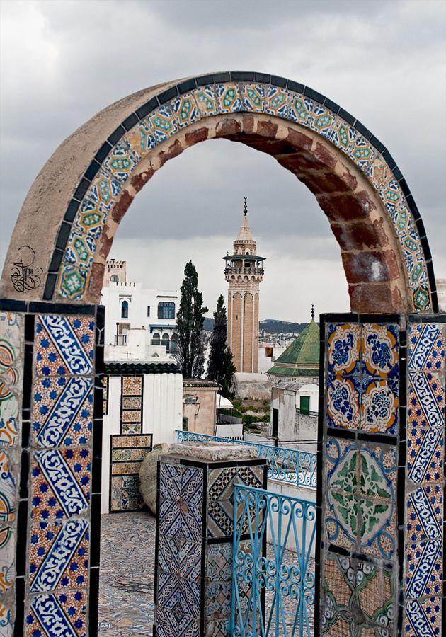 Na www.tunezja.com.pl znajdziesz aktualne oferty wyjazdów, a także zarezerwujesz hotel, willę lub bilety lotnicze.
