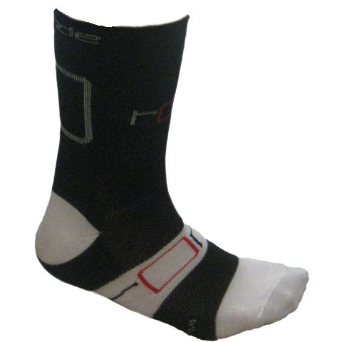 The Ronde Tall Rider Socks are competition grade cycling socks that are comfortable and great value. They are made with DuPont Coolmax yarn - a unique sports fibre that utilises thermal convection to draw moisture away from your skin while increasing air flow thus keeping you dry and fresh.