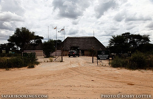 #Mabuasehube entrance gate (Botswana side) @ Kgalagadi Transfrontier Park in #SouthAfrica. See our #Kgalagadi travel guide: http://www.safaribookings.com/kgalagadi