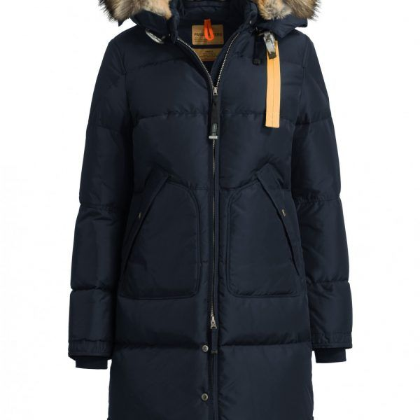 Parajumpers MASTERPIECE LONG BEAR Vinterjakker MARINEN DAME. Down fylt nylon jakke med avtakbar hette med en flyttbar ekte pels hette fôr og trim. Panseret justeres ved hjelp av et bånd.