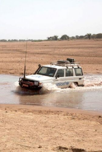 Now that's a cool gift idea for dad: a 4WD !  With $101 you can contribute towards the purchase of a 4WD Vehicle. This can make a difference when medical teams must rush to help in conflict zones. #SurvivalGifts