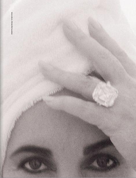 ET wearing the Elizabeth Taylor Diamond(formerly the Krupp Diamond)