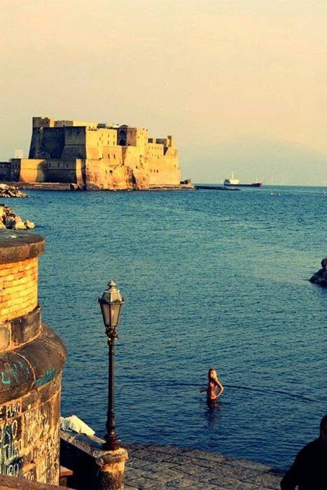 Castel dell'Ovo & lungomare di Caracciolo The legend says that the poet Virgil hided an egg in the castle and that the one who would have found it would rule on the city... The egg has not been found yet!