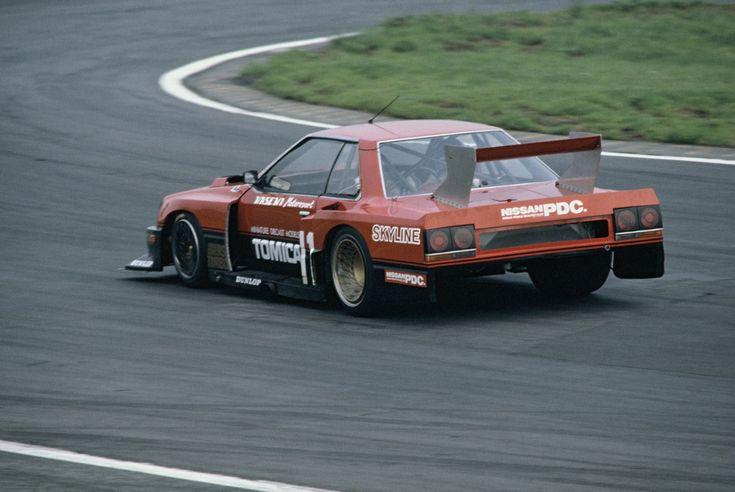 ドラマでもレースでも大活躍!異端児と呼ばれた名車DR30型スカイラインRSとは | Motorz