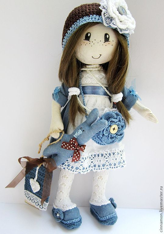 http://www.pinterest.com/yoliend/mu%C3%B1ecas2/ Tons of beautiful dolls from Europe and Asia.  Irene