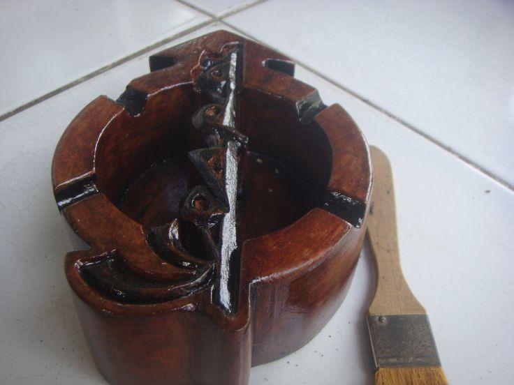 Asbak kayu Model Vespa Stiker, Tampak Samping