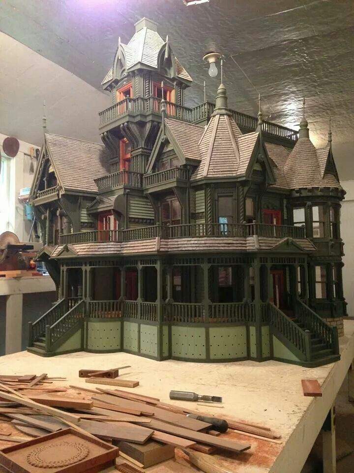 Ron's dollhouse - I don't know who Ron is, but he does nice work!