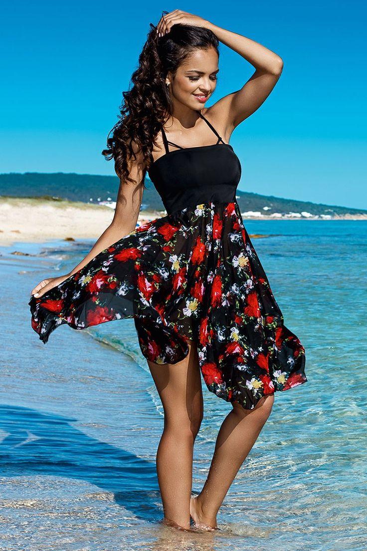 Rochia/fusta de plaja Margaret face parte din colectia binecuscutului brand Lorin.  Are o croiala vaporoasa, foarte potrivita pentru a marca micile imperfectiuni. Poate fi purtata atat ca rochie cat si ca fusta.  Partea superioara este confectionata din microfibra, iar partea inferioara este din material tip georgette cu model floral. Materialul este foarte placut la atingere, permeabil si se usuca rapid.   Aceasta rochie de plaja extrem de versatila, este excelenta pentru orice costum de…