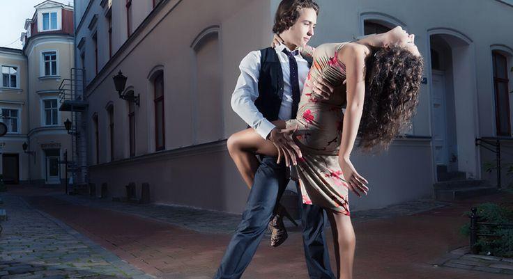 Afrika Ezgileri Kanınızı Kaynatacak – Salsa Dansı Pek çok dans gibi Afrika'dan doğan ve Küba'da şekillenen Salsa dansı, Latin ezgilerinin kıpır kıpır havasıyla sizleri de kendine bağlayacak! Daha fazla bilgi için sitemizi ziyaret edebilirsiniz. http://www.danskursu.com.tr/dans-kurslari/salsa-dans-kursu/ #salsakursu #salsakursları #salsadansı #salsa