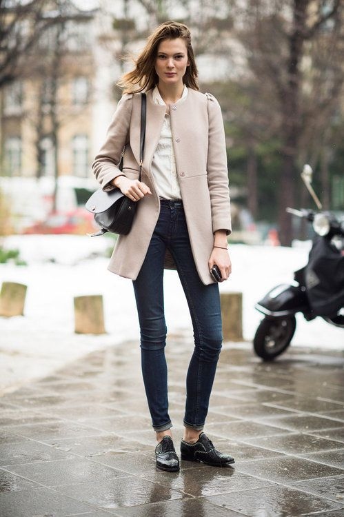 Shop this look on Lookastic:  http://lookastic.com/women/looks/dress-shirt-coat-crossbody-bag-skinny-jeans-oxford-shoes/7607  — Beige Dress Shirt  — Beige Coat  — Black Leather Crossbody Bag  — Navy Skinny Jeans  — Black Leather Oxford Shoes