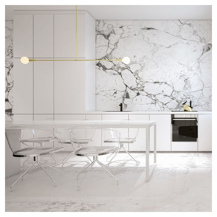 Weiße Küche mit Marmorwänden und Lucite Stühlen. Werde Stern