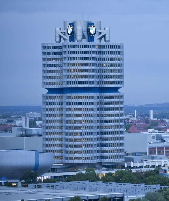 BMW-Hochhaus in München http://www.bild.de/auto/auto-news/auto-news/harald-krueger-zusammenbruch-iaa-kollaps-zustand-aerzte-42583238.bild.html