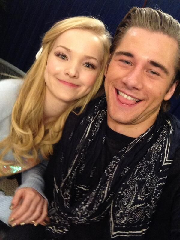 Dove Cameron and Luke Benward being cuties