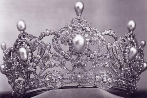 Tiara of archduchess Marie Valerie By Köchert Gold, silver, pearls and diamonds 1913 Albion Art collection - with removable pearl teardrop finials.  See earlier pin for this tiara without the upright pearls
