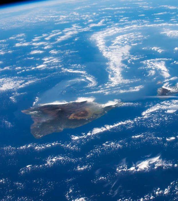 Volcans hawaïens et nuages