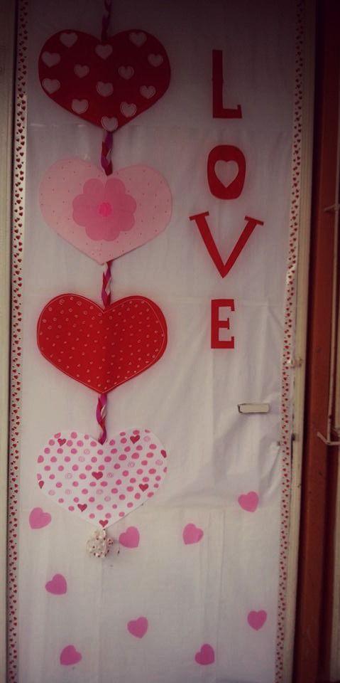 puerta decorada por el dia del amor y la amistad puertas