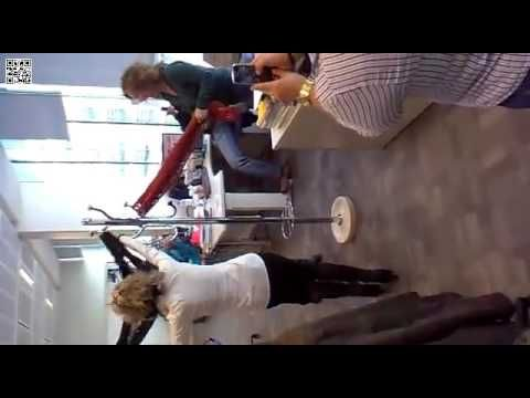 """Funcionários judiciais fazem dança """"do varão"""" no Campus de Justiça em Lisboa - YouTube"""