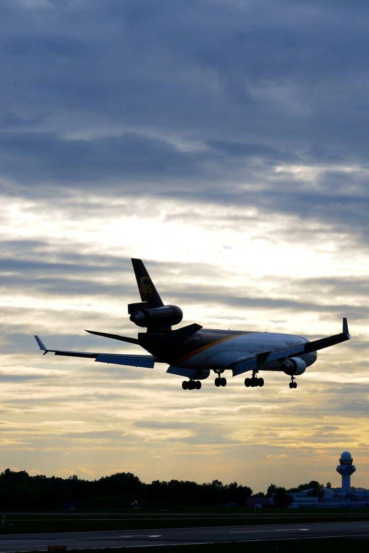 MD-11 podchodzi do lądowania na Lotnisku Chopina. Fot. Jakub Bożanowski